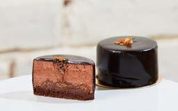 CHOCOLATE DREAM Cocoa top, dark chocolate mousse, crunchy foil, dark chocolate frosting.